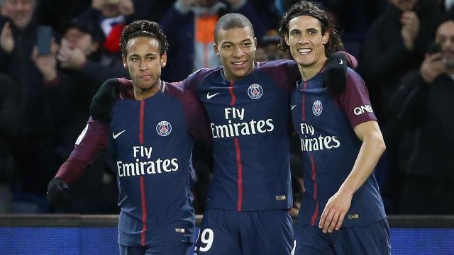 Fútbol: PSG bajo amenaza por conflicto en los contratos