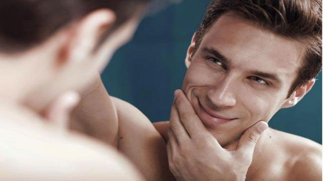 ¿Los narcisistas derriban o construyen sus socios?