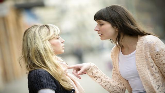 2 razones para no dar consejos a los amigos sobre las relaciones