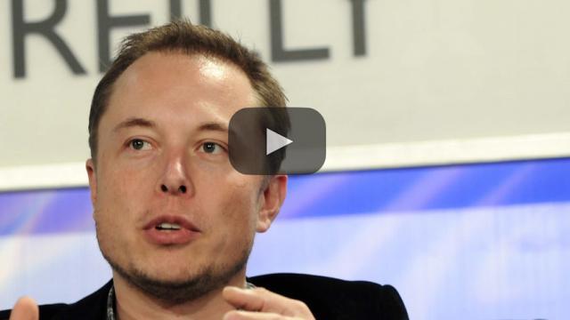 Elon Musk muestra una foto del carro que se enviará al espacio