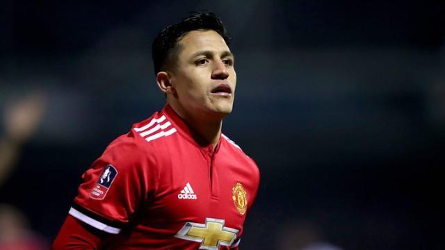 Futbol: Alexis Sánchez brilla por todo lo alto en Manchester