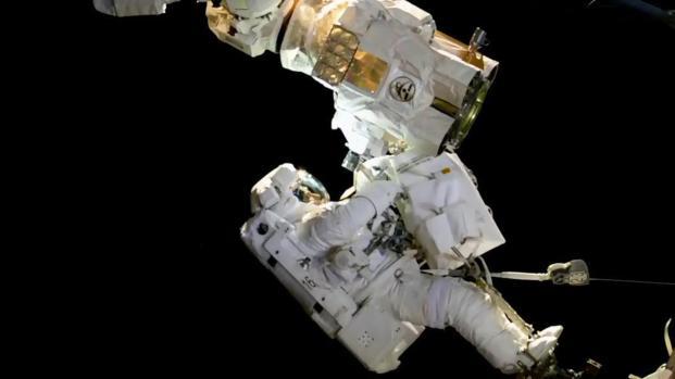 Nuevo record en caminata espacial roto por dos cosmonautas rusos del ISS