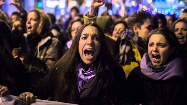 Cuando las feministas avanzan, ¿Por qué las mujeres prominentes nos detienen?