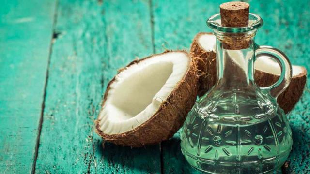 Las cualidades y usos del aceite de coco para la piel y el cabello
