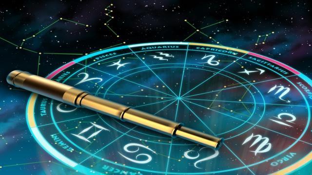 Sonríe, haz contacto visual y ve aquí tu horóscopo diario