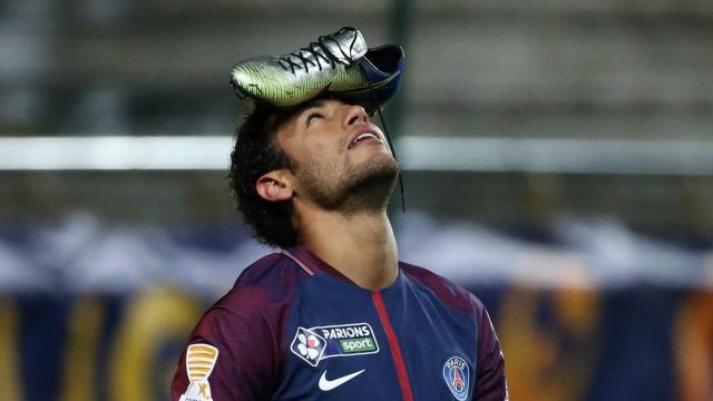El entrenador Emery está feliz de evitar lesiones antes de la Champions League