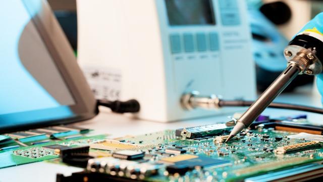Dispositivos electrónicos mecánicos de RosElectronics están aumentando la gama.
