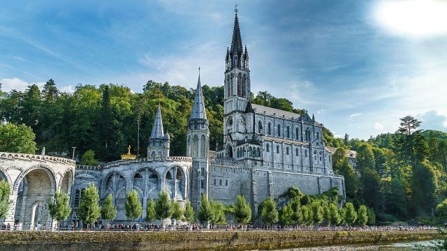 L''Eglise reconnaît un miracle survenu à Lourdes