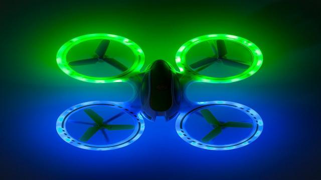 Motivo por el cual Intel flota un dron en el cielo nocturno