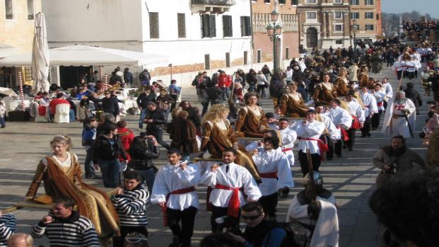 Video: Carnevale, maschere e liturgia