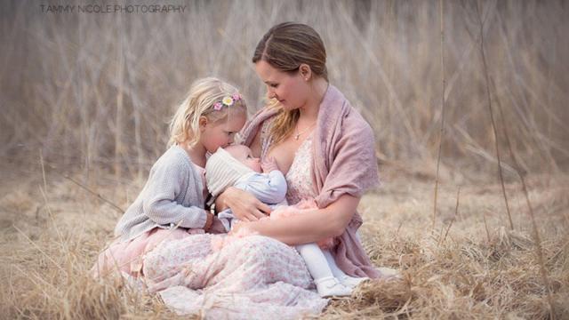 ¿Comer placenta ayuda a la recuperación postparto?