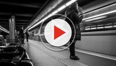VIDEO - Milano, 18enne eroe per caso: salva un bambino caduto sui binari