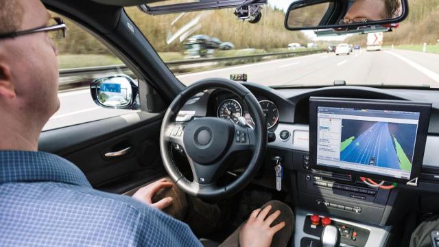 1000 conductores probarán autos autopropulsados