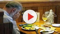 San Valentino pranza da solo con le ceneri della moglie