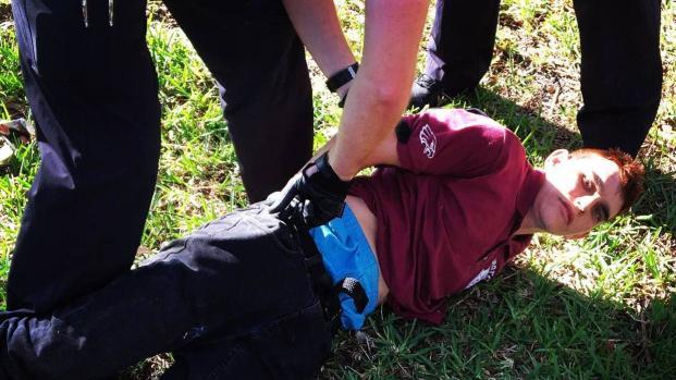 Un pistolero de 19 años mata al menos a 17 personas en una escuela en Florida