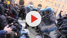 Bologna, tensioni e scontri per il comizio di Forza Nuova: sette i feriti