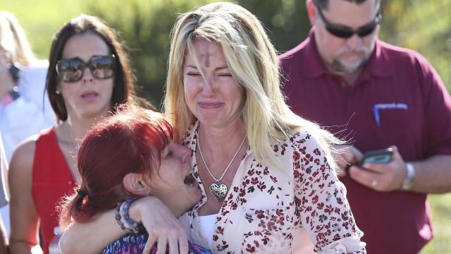 10 maneras en que los padres y las escuelas pueden prevenir tiroteos escolares