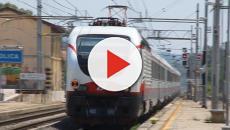 Vídeo: criança cai na linha do trem e heroi aparece