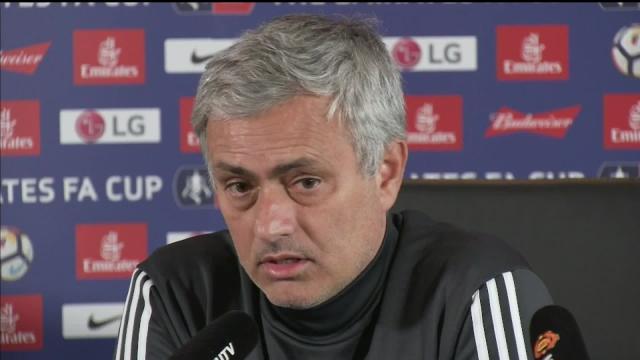 Rumores de salida de Pogba del Manchester United son 'mentiras', dice Mourinho