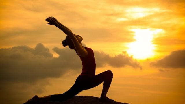 10 posturas de yoga para reducir la grasa del vientre