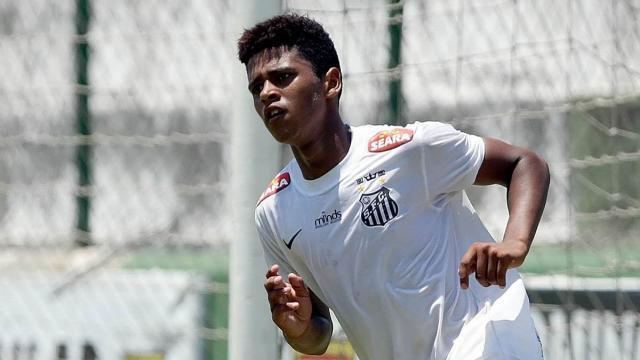 Futbol: Santos anuncia acuerdo con un delantero