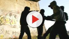 Anziano disabile aggredito da una baby gang: il video choc pubblicato su Fb