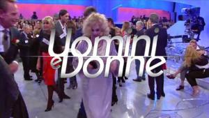 Uomini & Donne: trovare lavoro o amici con Maria De Filippi e Facebook