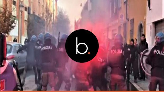 Corteo antifascista a Napoli e Bologna: Centri sociali contro il neo-fascismo