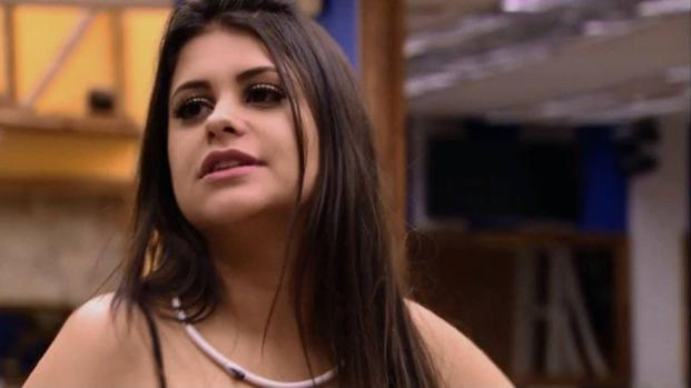 Vídeo: Ana Paula posa para ensaio sensual e responde criticas