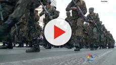 Absurdo: imagem antiga de militares revistando crianças viraliza