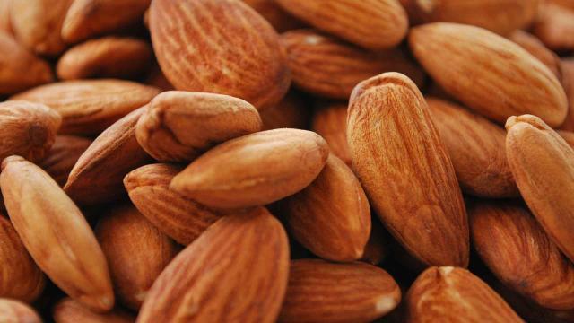 El consumo regular de almendras podría ayudar a reducir el colesterol