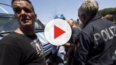 Roma, pocket money mancato: migranti si barricano nel centro d'accoglienza.