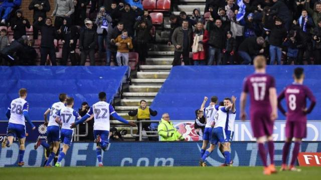 Wigan Athletic Football Club da el  golpe