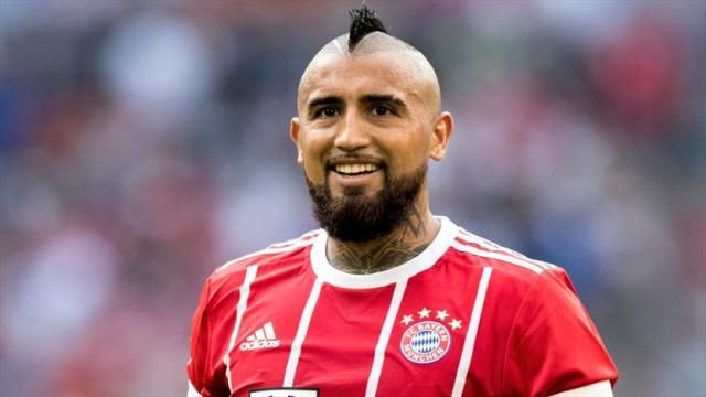 ¿Cómo se alinearía Arturo Vidal, jugador del Bayern de Múnich, en el Chelsea?