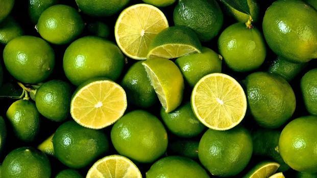 ¿Cómo partir un limón a la mitad con un cigarrillo?