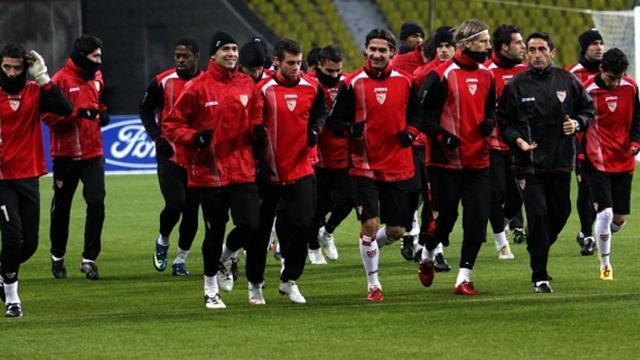 Sevilla-Man United: Montella sale para detener a Alexis Sánchez