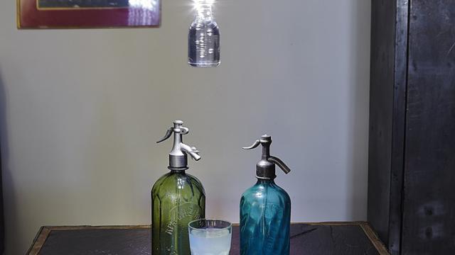 ¡Lámparas de botellas de plástico mejoran vidas en los países pobres!