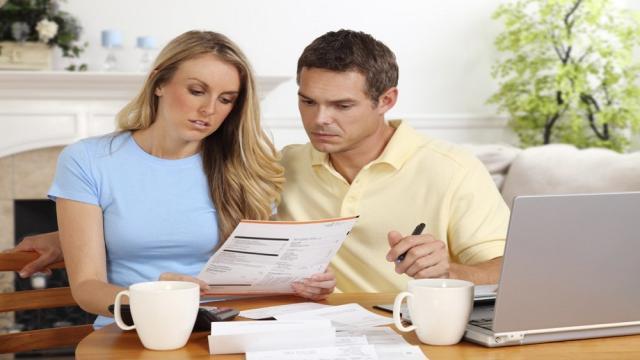 Tu horóscopo diario: hablar con tu pareja sobre tu situación económica