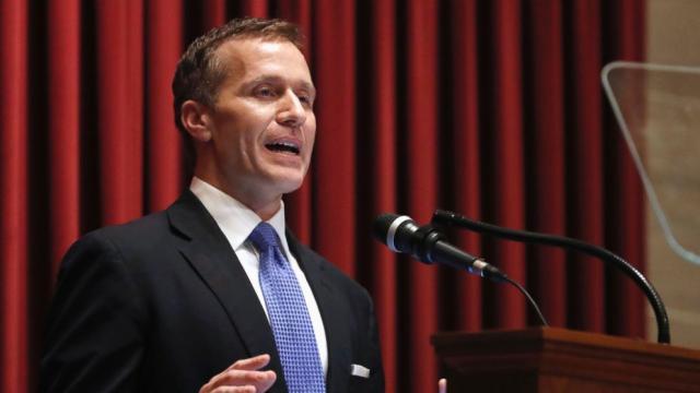 Gobernador de Missouri Eric Greitens acusado de invasión de carga de privacidad