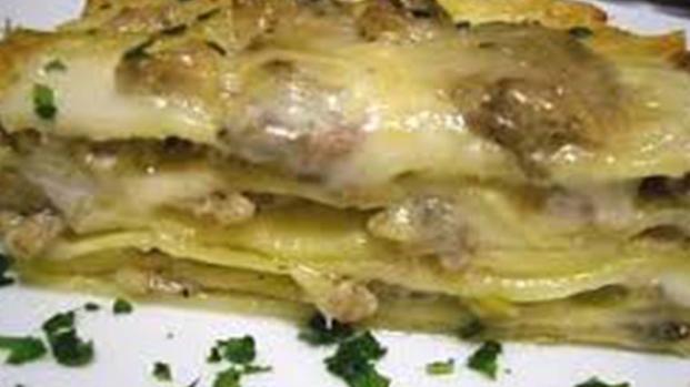 Cucina: lasagna bianca con zucchine e fiori di zucca