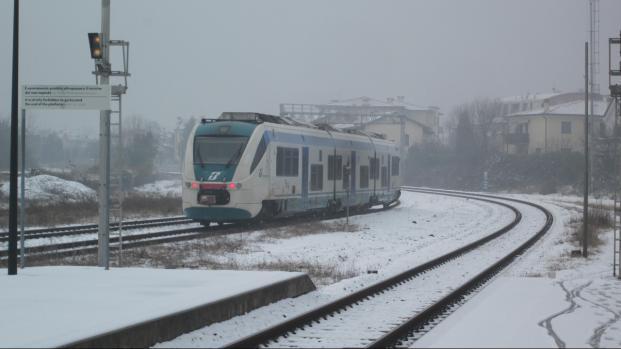 Ritardo dei treni e problemi agli aeroporti: le conseguenze della neve