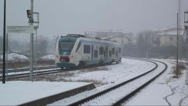 Circolazione ferroviaria con pesanti ritardi che arrivano fino a 7 ore
