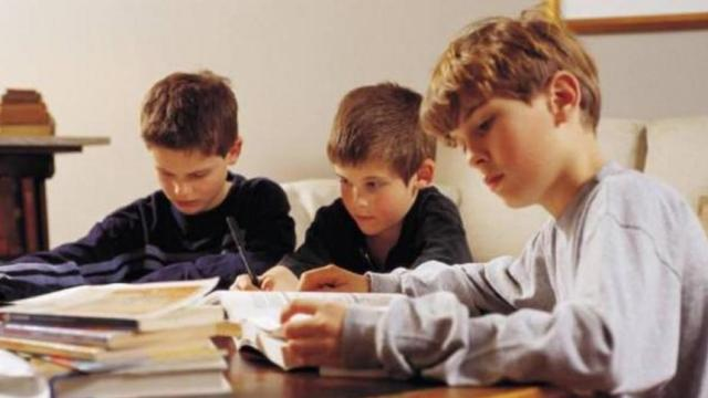 Polémica sobre la buena educación que reciben sus hijo en el hogar