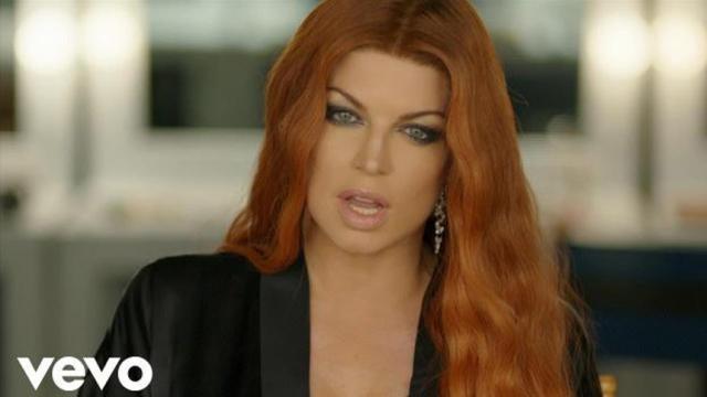 El himno nacional de Fergie es una conspiración