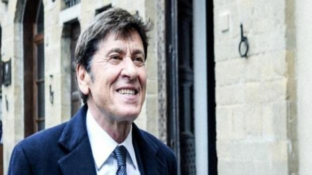 Video: Gianni Morandi in Tour, mix tra nuovi brani e vecchi successi