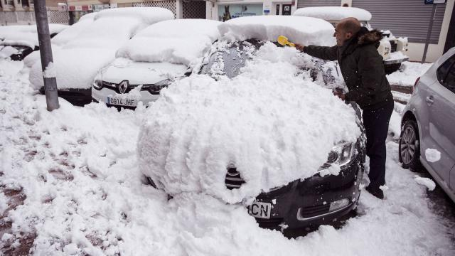 ¿Los mendigos realmente se sientan en la nieve para engañarte ?
