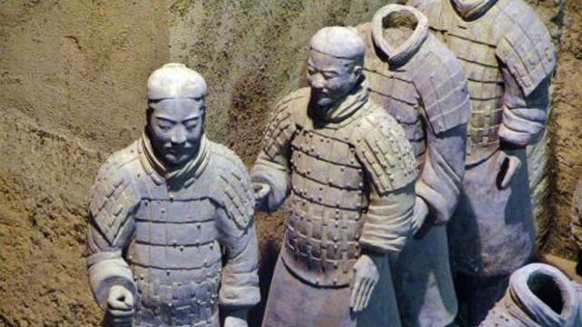 Ira china sobre el pulgar del guerrero robado