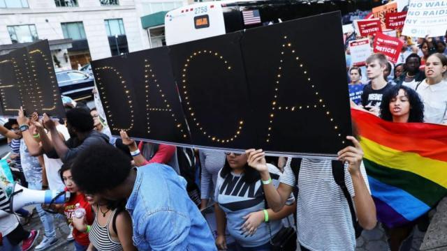 La corte de california declara que no puede revocar los permisos DACA