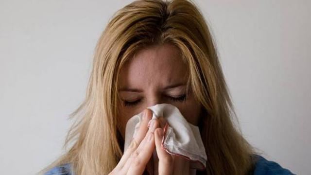 El virus de la gripe se puede contagiar sólo con la respiración