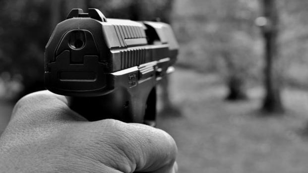 USA: giovane di 19 anni uccide entrambi i genitori e scappa con la pistola